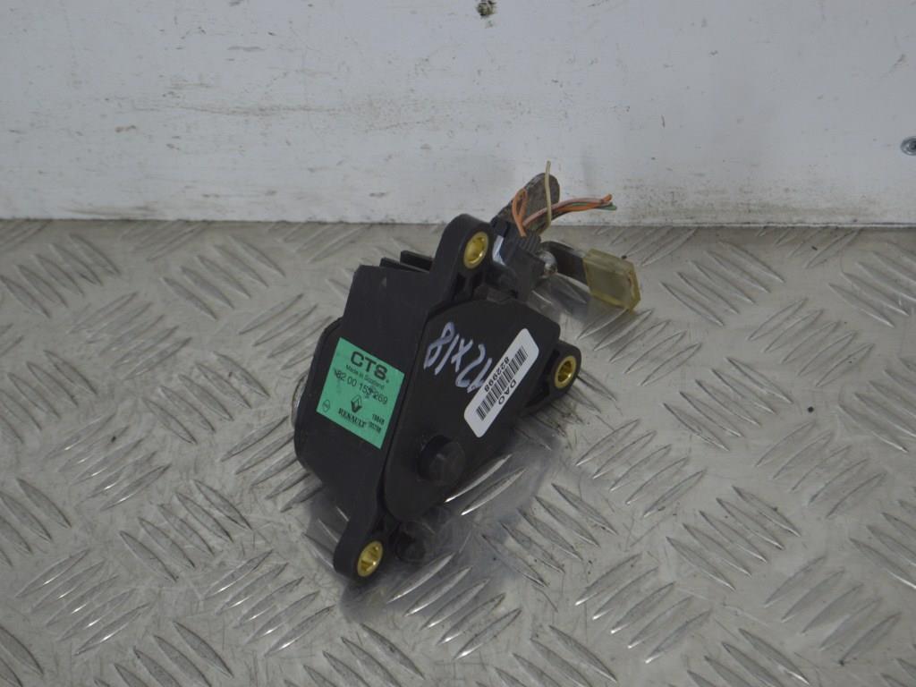 Датчик положения педали газа Renault Megane 2 (2002-2008) 8200153269