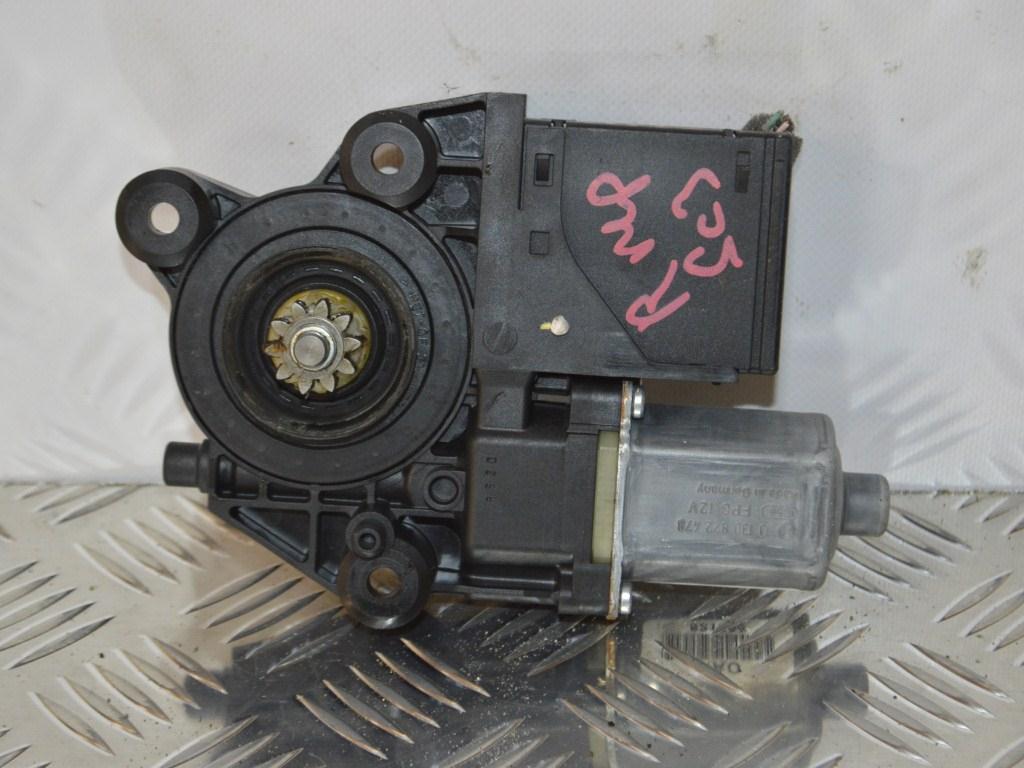 Моторчик стеклоподъемника передний правый Renault Scenic 3 (2008-2015) 807302741R, 0130822478